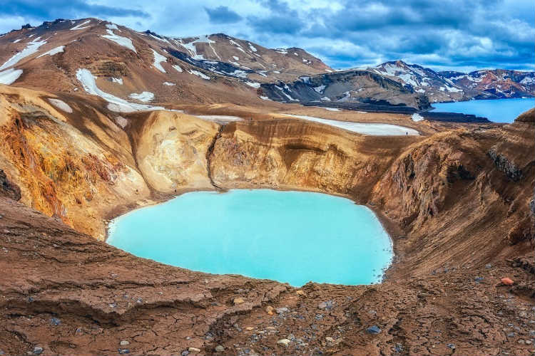 4-7-deystvuyushchikh-vulkanov-v-islandii