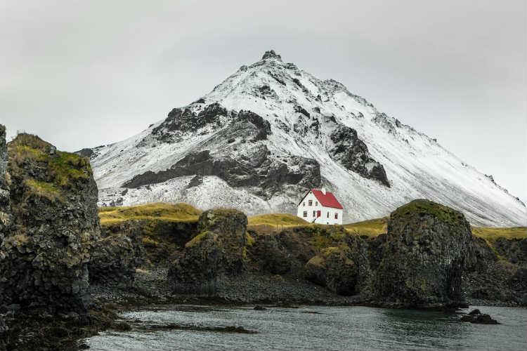3-7-deystvuyushchikh-vulkanov-v-islandii